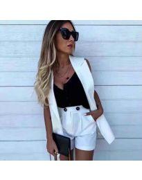 Елегантен дамски комплект сако без ръкави и къси панталонки в бяло - код 8281