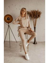 Дамски комплект блуза и спортен панталон в бежово - код 9896