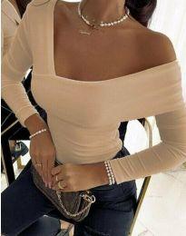 Атрактивна елегантна вталена дамска блуза с голо рамо в бежово - код 5343