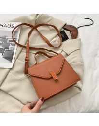 Дамска чанта в кафяво с капак и дълга дръжка - код B120