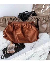 Дамска чанта в тъмнокафяво изчистен модел с набори - код B13